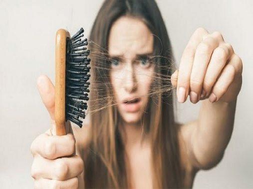 Ngủ mơ thấy rụng tóc đánh con gì? Ý nghĩa giấc mơ